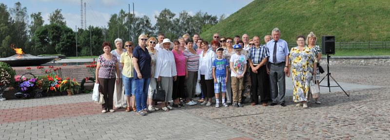 Делегация трудового коллектива и совета ветеранов на Кургане Славы